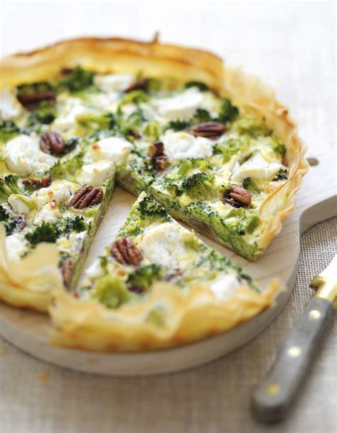 cuisiner brocolis frais tarte brocolis chèvre pour 6 personnes recettes à table