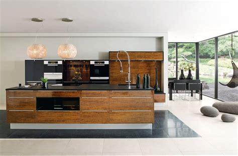 cuisine luxueuse cuisine noir et bois un agencement harmonieux