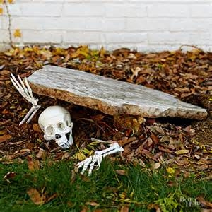 easy scary decorations 125 cool outdoor decorating ideas digsdigs