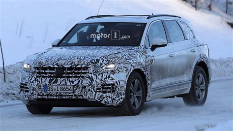 vw touareg 2018 spied 2018 vw touareg doesn t look all new but it is