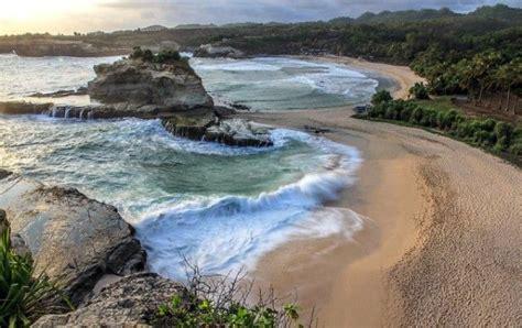 Gak Perlu Ke Hawaii, 7 Pantai Indah Di Jawa Timur Ini