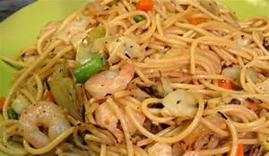 Difference Between Chow Mein and Lo Mein | HRFnd