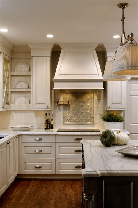 white or cream kitchen cabinets accent back splash and creamy white cabinets kitchens