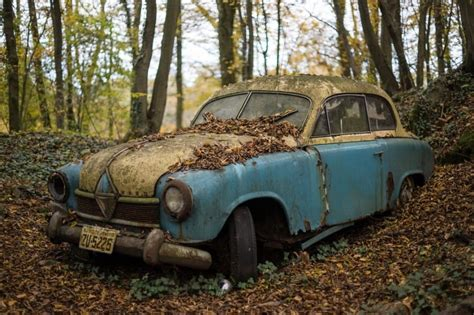 13 Photos Of Eerie Abandoned Cars