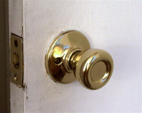 how to install door knob door handle