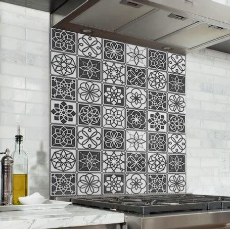 credence cuisine noir et blanc fond de hotte carreaux de ciment noir et blanc credence