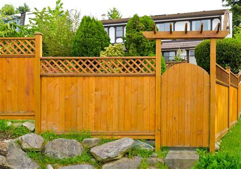deciding  type  wood fencing