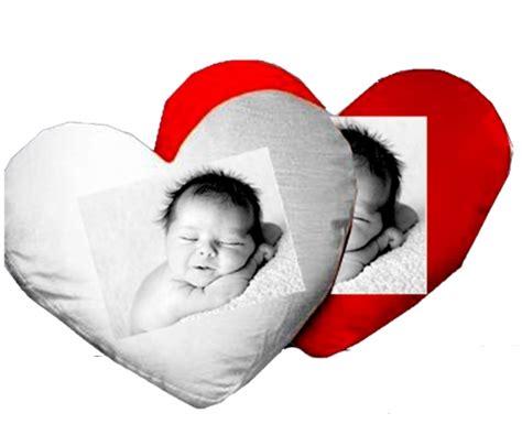 coussin en coeur personnalise coussin personnalis coeur personnalisez ce coussin avec vos photos