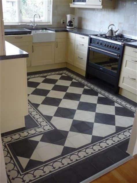 tegels diagonaal leggen wat te doen met de vloer van het halletje
