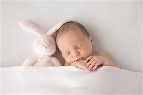 What To Bring To Your Newborn Session For Mothers