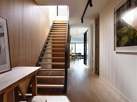 narrow house design cleverly adapted   site  melbourne australia house decorators