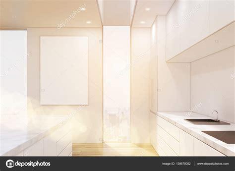 Smalle Tafel Voor In De Keuken by Awesome Er Zijn Hoge Smalle Ramen Een Verticale Poster Op