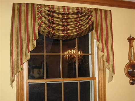 Living Room Swag Valances by 1000 Ideas About Valances For Living Room On