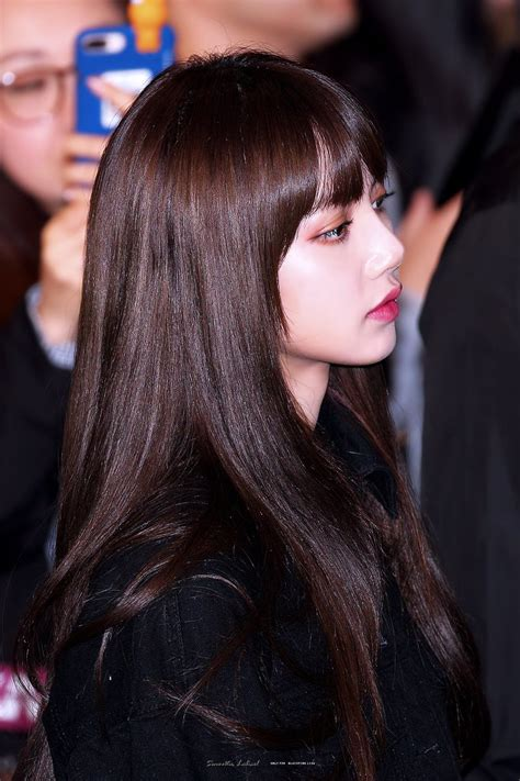 These 30+ Photos Of BLACKPINK Lisa's Gorgeous Side Profile ...