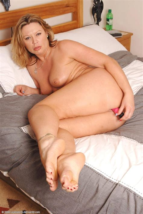 Horny Blonde Milf Fucking A Sex Toy In The Bedroom Pichunter