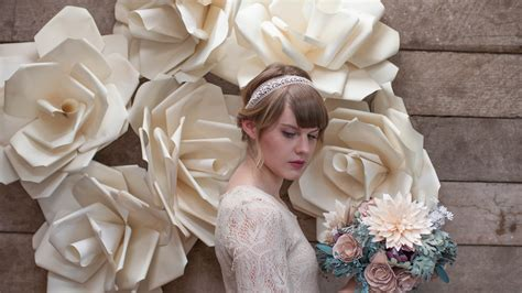 gorgeous ways   diy paper flowers   wedding