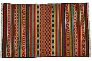 Grand Tapis Berbere : magasin de tapis marocain tapis berbere kilim tunisien ~ Teatrodelosmanantiales.com Idées de Décoration