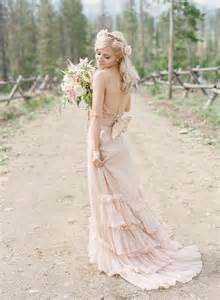 brautkleid rosa rosa brautkleid für einen ösen hochzeits look