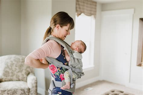 Tips For Breastfeeding In A Carrier From A Babywearing