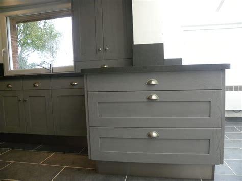 cuisine cagnarde grise cuisine moderne laquée gris patine gris foncé gilles martel