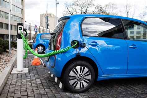 Singapore Launches Electric Car-sharing Project To