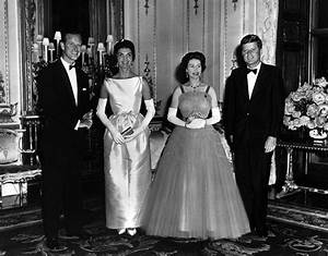 Queen Elizabeth and Prince Philip host Queen's Dinner for ...