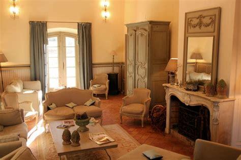 peinture armoire cuisine salon grand style un château en provence sur journal des