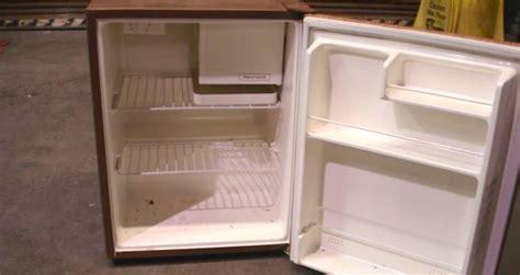 diyer turns   broken fridge