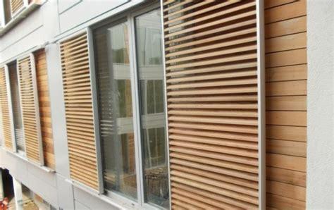 terrassenüberdachung mit lamellen fensterl 228 den automatisch holz sonnenschutz lamellen design