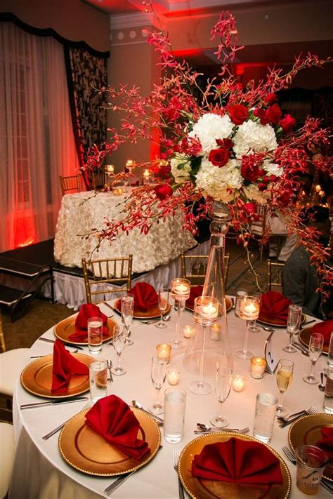 A Glamorous Red and White Beach Wedding in Florida Red