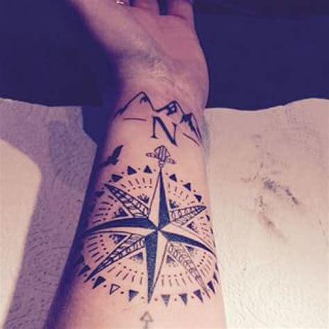 tatouage boussole rose des vents avant bras tatoo