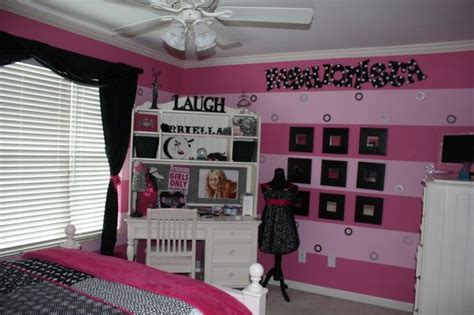 Fashionista Bedroom, Fashionista