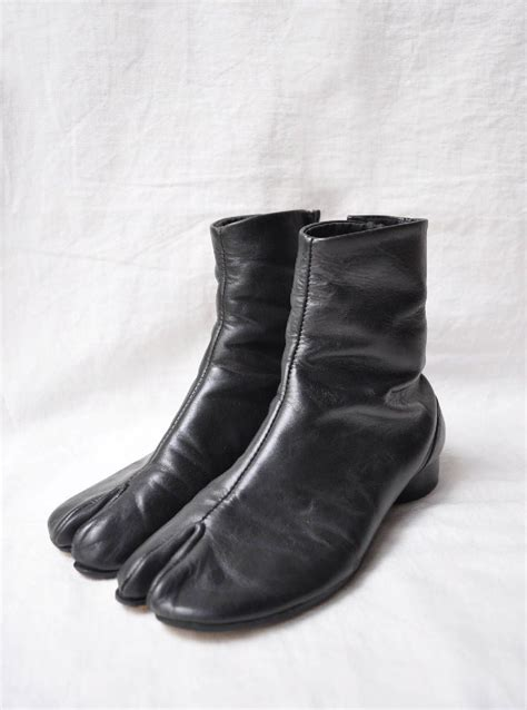 Osklivost Tabi Boots With Low Heel From Maison Martin