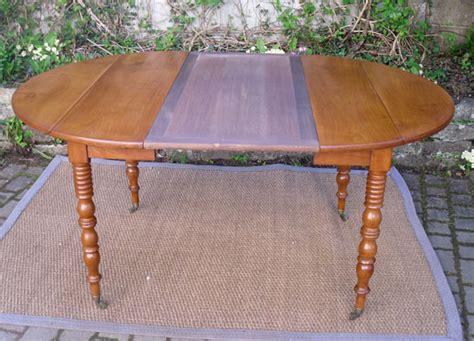 table rondes avec allonges magnifique table ronde ancienne a volets avec 2 allonges pieds sur roulettes