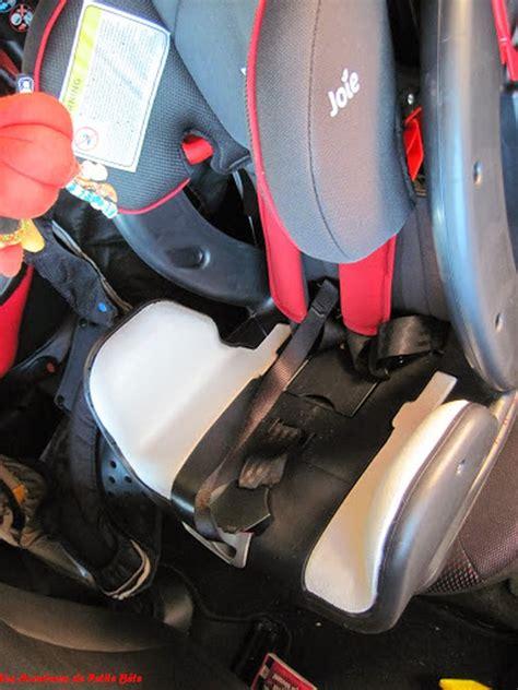 dehousser siege auto utilisation du siège auto stage joie les aventures de