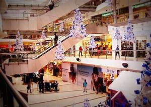 Paint the Town Blue this Christmas at Oberoi Mall