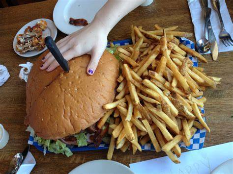 Tugboat Annies Olympia Wa by Huge Burger From Tugboat Annie S In Olympia Wa Food D