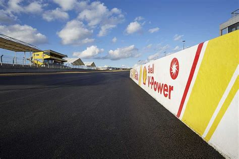 Besides motor racing, it is the base of the 24 rollers. Le Mans Bugatti Circuit gets surfacing of Shell Cariphalte Racetrack Asphalt - Highways Today