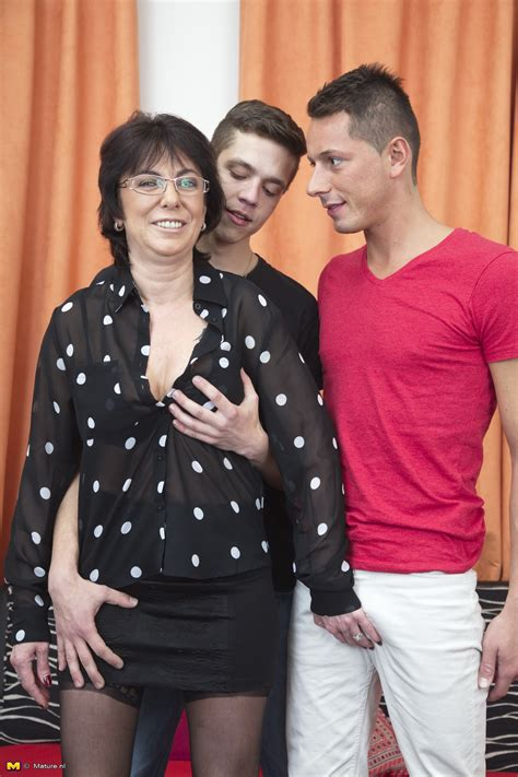 mature slut have a threesome with two young guys