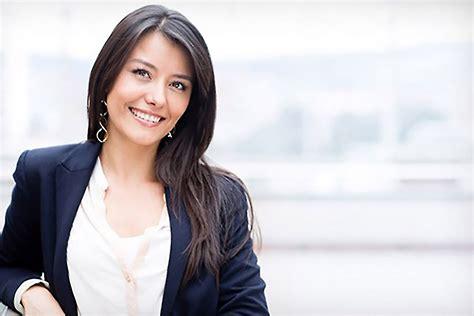 attractive women   pull  investors