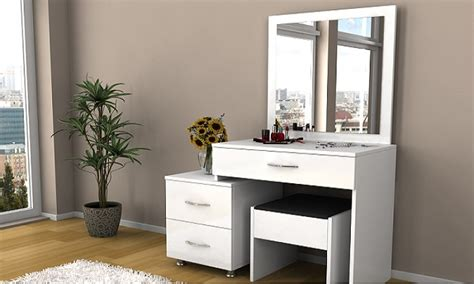 mobilier de chambre à coucher coiffeuse blanche et tabouret groupon