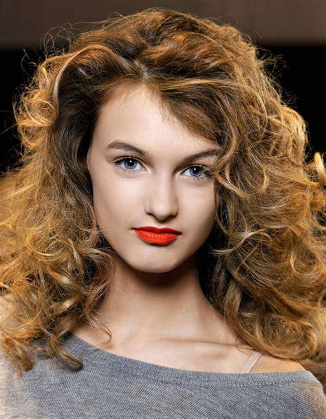 coupe cheveux ondulés coupe cheveux boucl 233 s automne hiver 2016 cheveux boucl 233 s quelques id 233 es de coiffures pour