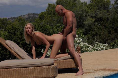 Bikini Beauty With Hot Body Stars In Erotic Hardcore