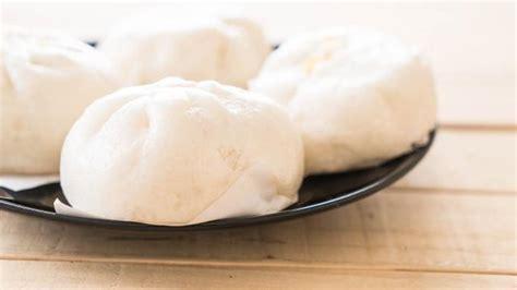 Siapkan ragi instan sekitar setengah sendok makan. 6 Cara Membuat Bakpao yang Lembut dan Mengembang, Mudah ...
