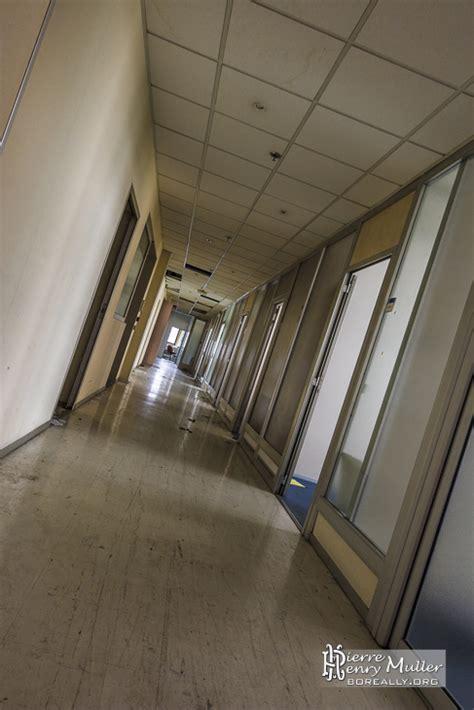 couloir des bureaux de l usine lu boreally