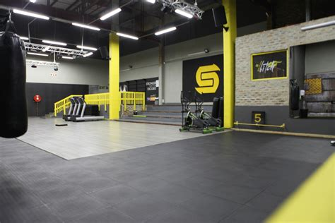 Gym Interior : A Workout This Tough Needs A Gym Design To Match