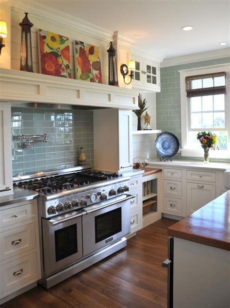 microwave in kitchen cabinet 80 best classic kitchens images on kitchen 7490