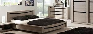 chambre contemporaine ambre details verre noir meubles With chambre a coucher bois massif