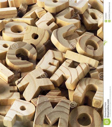 lettre autocollante pour exterieur lettere di legno immagini stock immagine 16293584