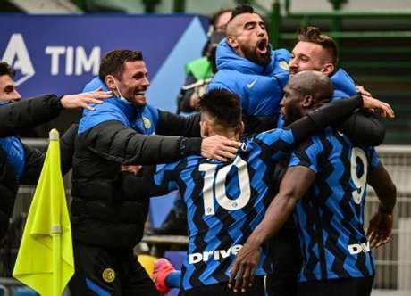 Inter vence o Milan e se isola na liderança do Italiano